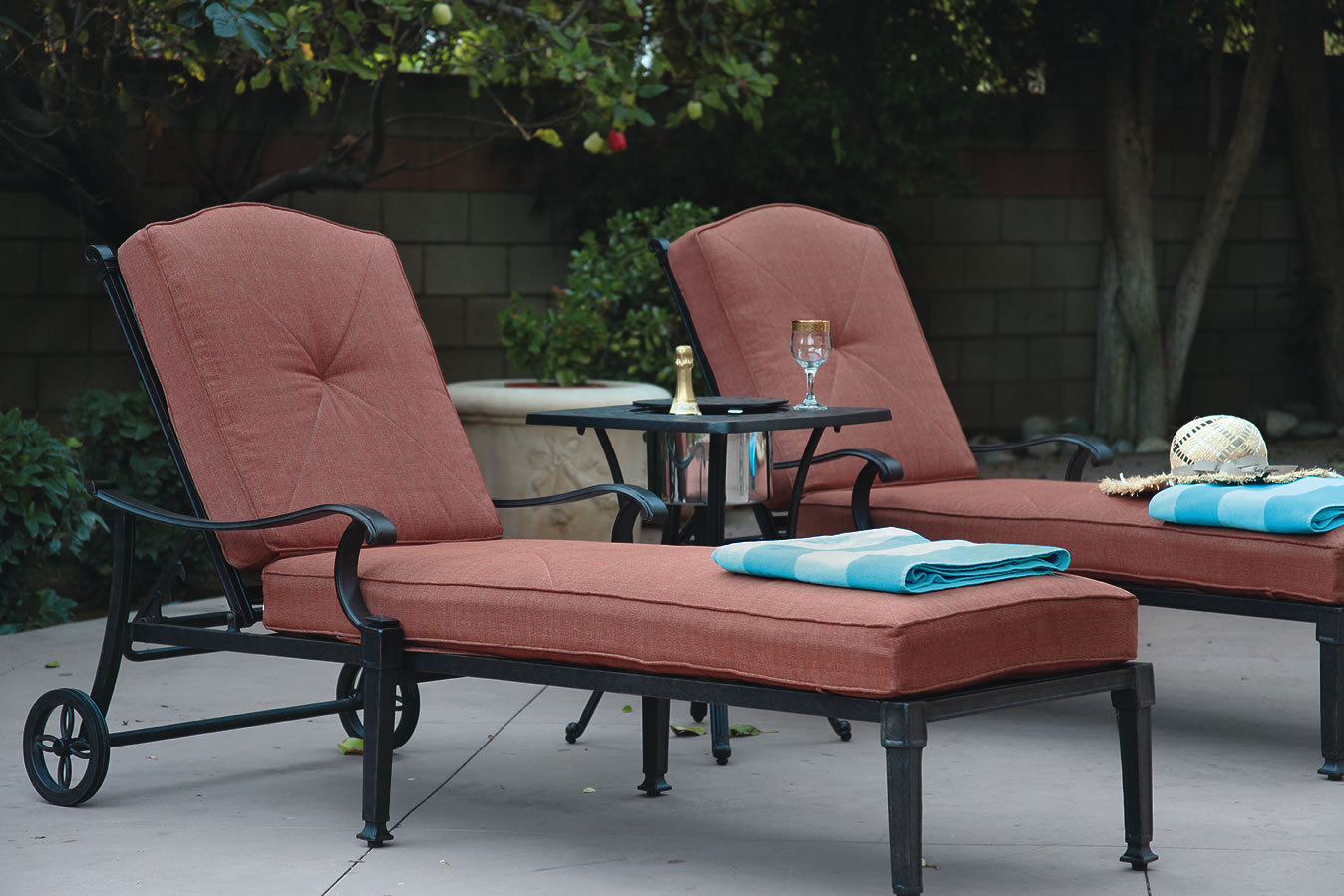 Patio furniture chaise lounge cast aluminum charleston for Aluminum chaise lounges