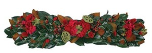Mantel Piece / Table Runner Fresh Magnolia Clover & Rose Hips